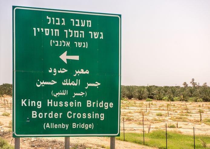 Israël heeft de Allenbybrug, de grensovergang tussen de bezette Westelijke Jordaanoever en Jordanië, afgesloten voor agrarische transporten van Palestijnen.