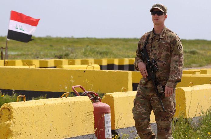 Een Amerikaanse militair op een basis in Irak