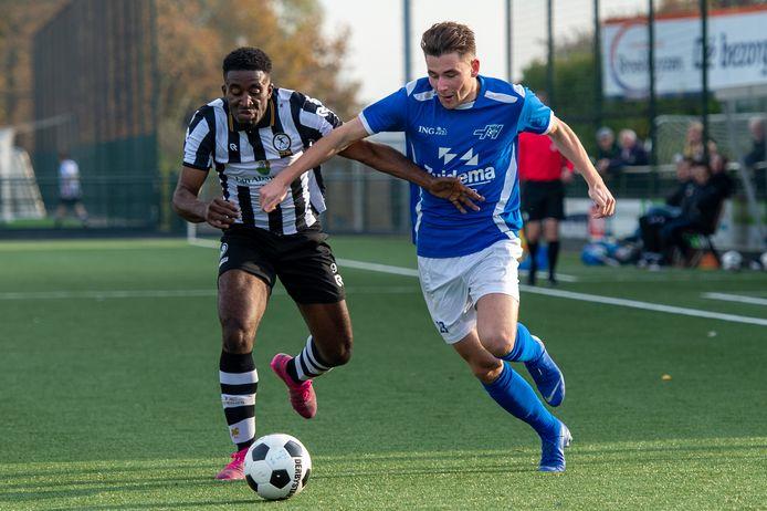 Thomas Reinders - rechts, namens Hoogeveen tegen SJC - is een veelzijdige aanvallend ingestelde speler, die komend seizoen actief is voor HHC.