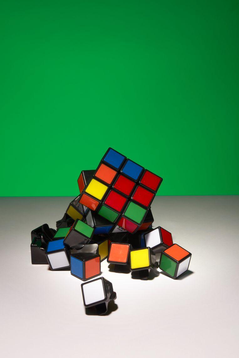 De kubus is een jongen, zegt Rubik door zijn harde randen, spieren en dynamische verschijning. Beeld Van Santen & Bolleurs