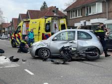 Motorrijder botst hard op auto en moet worden gestabiliseerd op Amersfoortse Noordewierweg