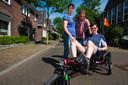 Vader Wil en moeder Marion vernoemden een stichting naar hun zoon Rick. De stichting stelt duofietsen en rolstoelfietsen ter beschikking van mensen met een beperking.