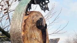 """Monument voor An en Eefje nog steeds niet teruggeplaatst in stadspark: """"Hopelijk zetten ze het op de afgesproken plaats"""""""