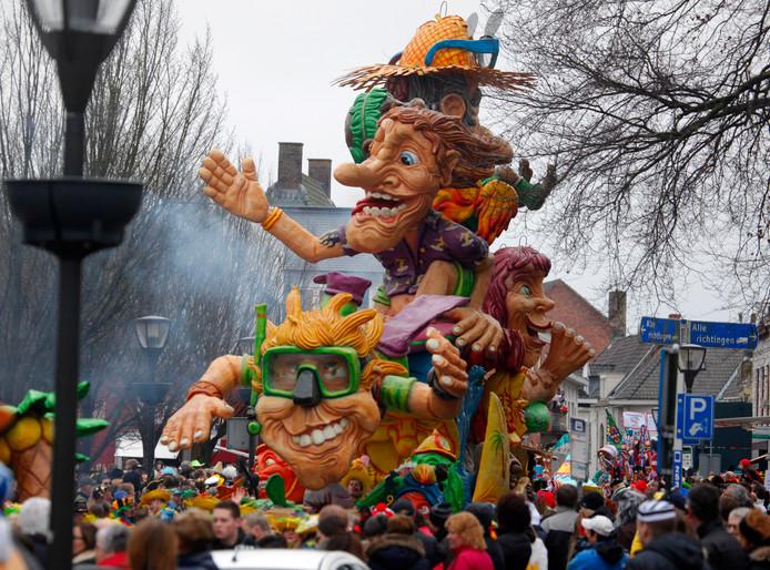 Carnavalsoptocht op de Markt in Hulst.