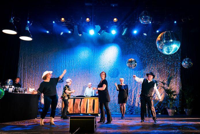Maandag waren de opnames voor de eerste uitzending van de dansmiddag voor senioren, komende zondag om 14.00 uur op RTV Focus, de lokale omroep van Zwolle.