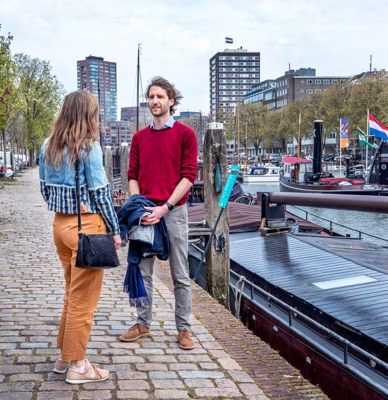 Annemiek (l) en Philippe beleven hun eerste date met behulp van Breeze. Beeld Raymond Rutting / de Volkskrant