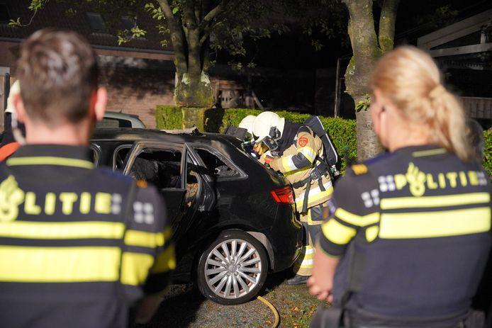 De auto werd aan de achterkant in brand gestoken in Beuningen.
