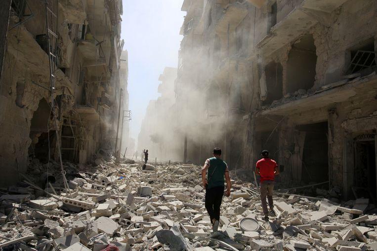 Volledige wijken in Aleppo zijn tot puin herleid. Beeld REUTERS