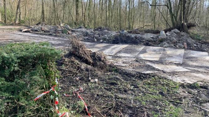 """Pergola Verloren Bos (dan toch) tot laatste steen afgebroken: """"Sokkel verpulverd door jarenlange vorstschade"""""""