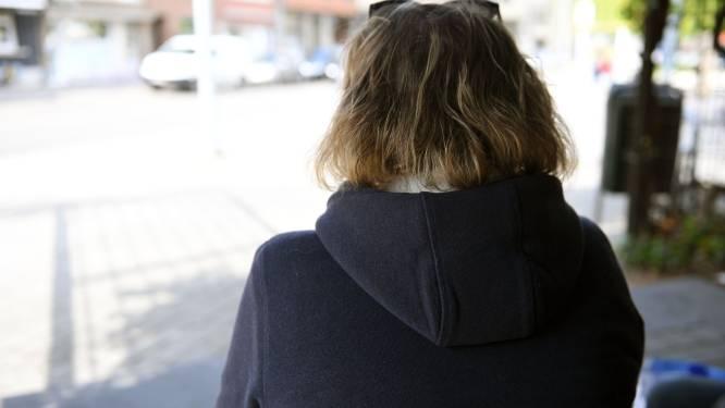 """Vrouw (54) wil terminaal zieke partner steunen, maar raakt 12.000 euro kwijt aan internetoplichters: """"Ze beloofden mij miljoenen dollars"""""""