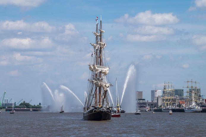 De uittocht van de zeilreuzen bij de vorige editie van de Tall Ships Races in 2016.