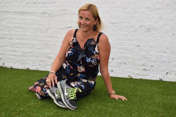 Vanaf maandag ruilt lerares Nederlands Els de Smet haar boeken voor een paar sportschoenen op de sportdienst van de gemeente Zelzate.