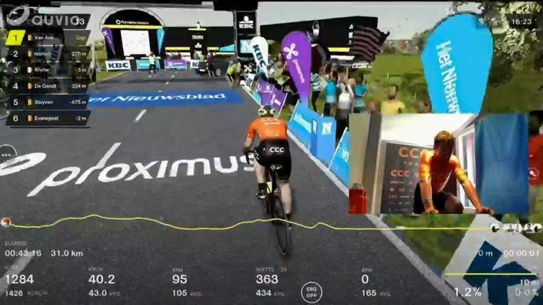 Greg Van Avermaet: 'Zo veel kijkers voor de virtuele Ronde van Vlaanderen. Mooi dat ik daar aan heb kunnen meewerken.'  Beeld BELGA