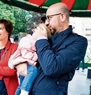 """De ouders van premier Michel: """"Als ik zie hoe Charles moet leven, vraag ik me soms af of het wel de moeite waard is"""""""