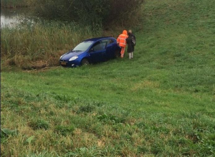 De auto kwam tot stilstand in een wiland
