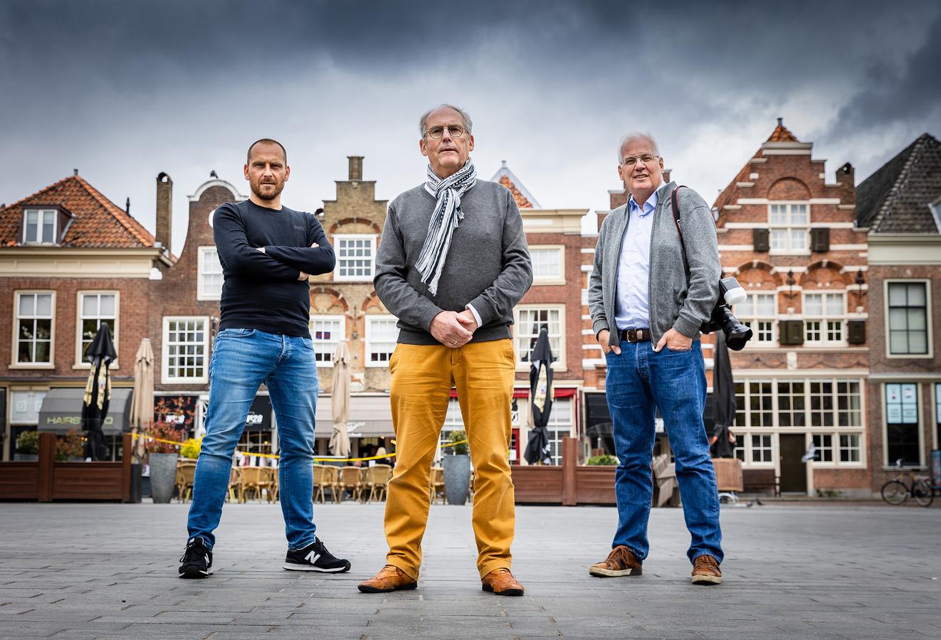 De makers achter het boek Dordrecht vanuit de wolken: Niels Dekker (links), Peter Egge (midden) en Roel Dijkstra.