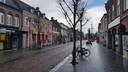 Een vrijwel lege Hoofdstraat dinsdagmiddag in Schijndel.