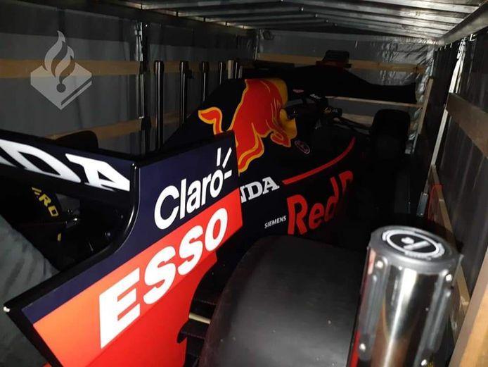 In de aanhanger stond één van de twee officiële promotievoertuigen van Red Bull Racing