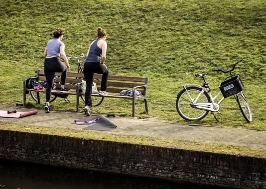 Sporten in de buitenlucht in Utrecht tijdens het eerste lenteweer dit jaar.