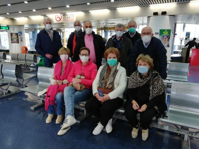 Twentenaren in Hongkong, onder de indruk van de invloed van het coronavirus op het openbare leven.