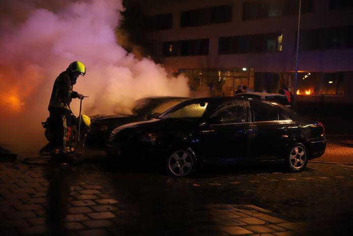 Autobrand aan de Jan van Beaumontstraat in Gouda.
