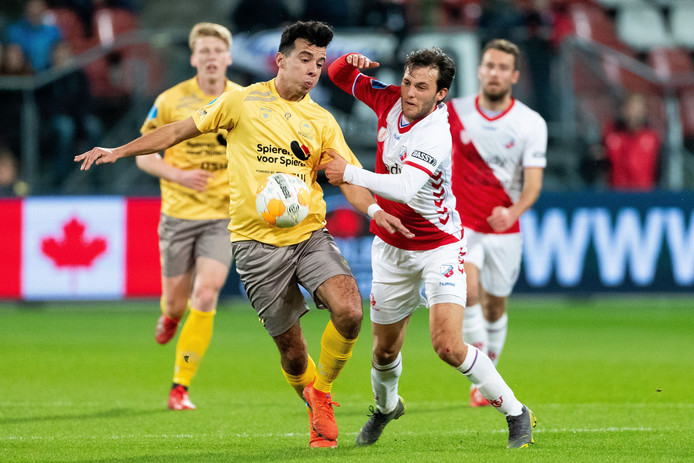 Ali Messaoud in duel met Joris van Overeem.