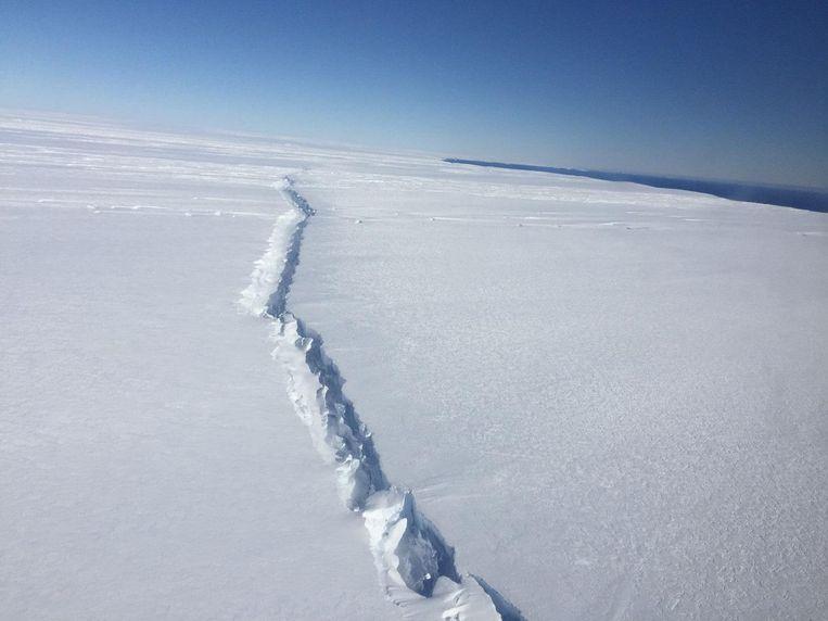 Vorig jaar al (4 november) was een grote scheur te zien op de Pine Island-gletsjer. Beeld NASA