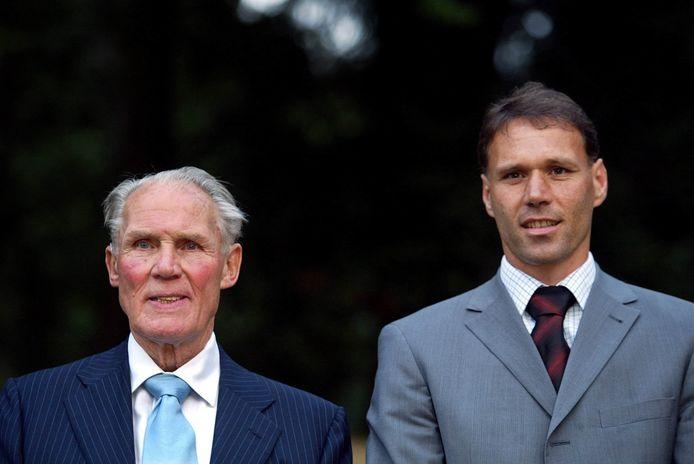 Marco van Basten en Rinus Michels in 2003.