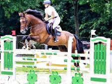Zo moeder, zo dochter op ZK springen: Annabel wint net als Hellen de titel in de klasse Z