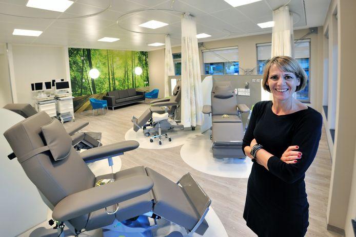 Mariët Raatgever in 2016 bij de opening van het nieuwe Oncologie Centrum van Bravis ziekenhuis in Roosendaal. Focus van de Roosendaalse vestiging ligt op oncologie en planbare orthopedische ingrepen.