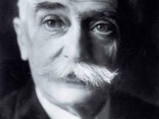 Une petite fortune pour le dessin original du drapeau olympique par Pierre de Coubertin