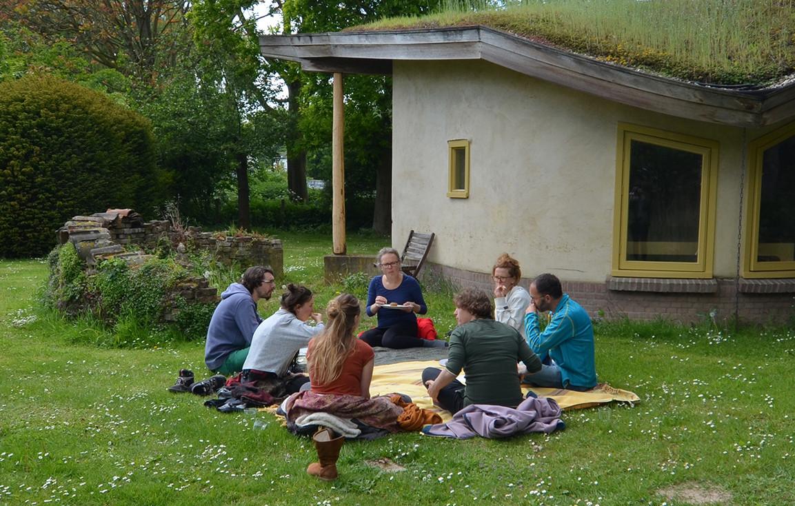 Een bijeenkomst van de groep over hun toekomstige woongemeenschap.
