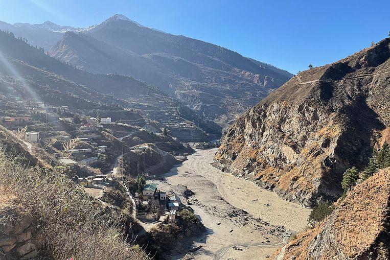 De ravage bij de elektriciteitscentrale nadat de gletsjer losbrak. Beeld AFP