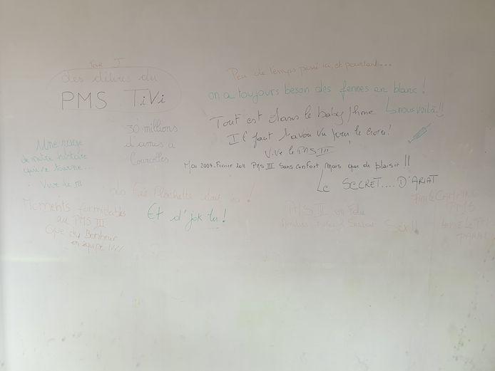 Des anciens élèves de l'école de La Samaritaine (qui a pris le relais de l'école des Estropiés) avaient inscrit des messages sur les murs du bâtiment avant de quitter les lieux.