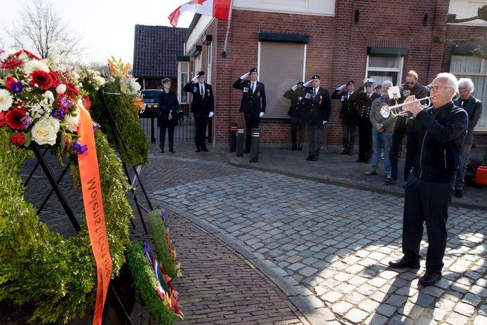 The Last Post en het Wilhelmus op trompet zijn een vast ritueel bij herdenkingsplechtigheden in heel het land.