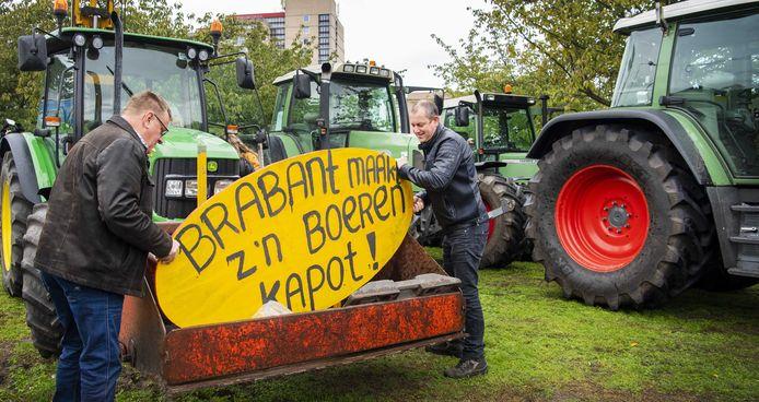 Boeren lieten gisteren bij het Provinciehuis in Den Bosch hun mening horen.