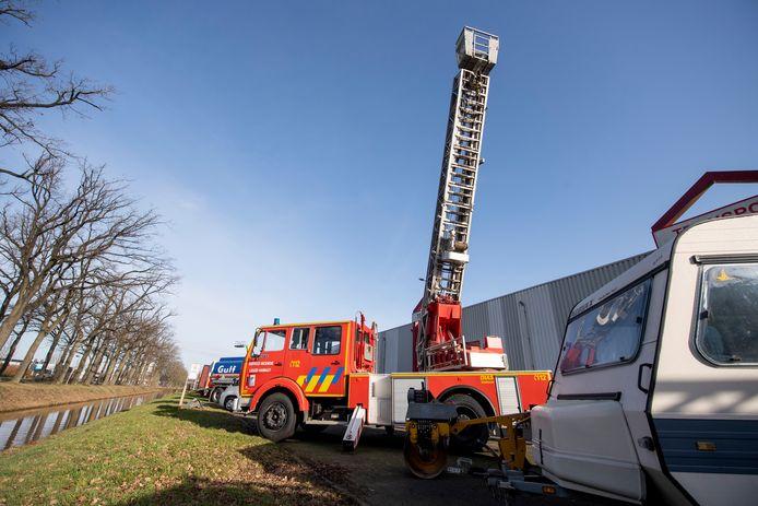 """In Rijssen staat sinds een paar weken een oude brandweerwagen te koop: """"Meestal zijn ze zo weg."""""""