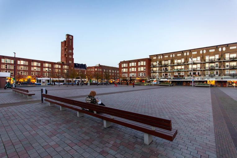 Tien jaar geleden was de Mercatorbuurt nog het Wilde Westen van Amsterdam, nu schieten de huizenprijzen omhoog. Beeld Sander Groen