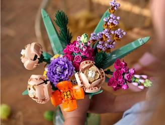 Zeg het met bloemen ... van Lego. Redactrice Liesbeth knutselde samen met haar lief een boeket in elkaar