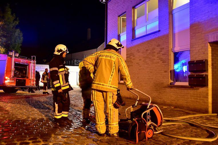 De brandweer kreeg de situatie snel onder controle en verluchtte nadien het gebouw.