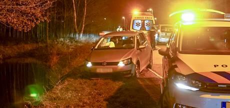 Auto van de weg geraakt in Valkenswaard, bestuurder gewond naar ziekenhuis