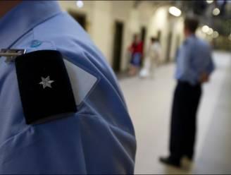 """Cipiersbonden trekken (opnieuw) aan alarmbel over uniformen: """"Zeven jaar wachten op nieuwe uniformbroek"""""""
