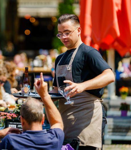 De obers zijn op: zelfs met betere arbeidsvoorwaarden is er niet genoeg personeel te vinden