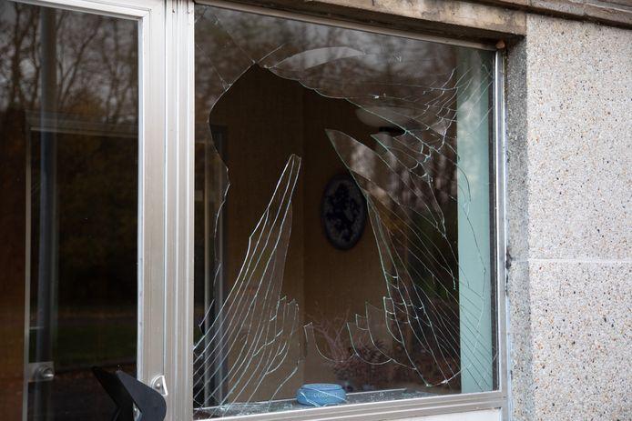 Door de ontploffing van een bestelwagen aan de Transcontinentaalweg in Ekeren, was er schade aan naburige gebouwen.