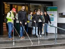 Naar de Action in Deurne lopen als je blind bent? Veel succes: we hopen dat je het overleeft