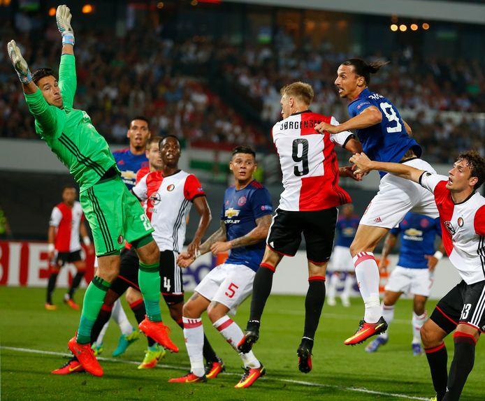 Feyenoord klopt Manchester United, waar Zlatan Ibrahimović en Memphis Depay invallers zijn (1-0).