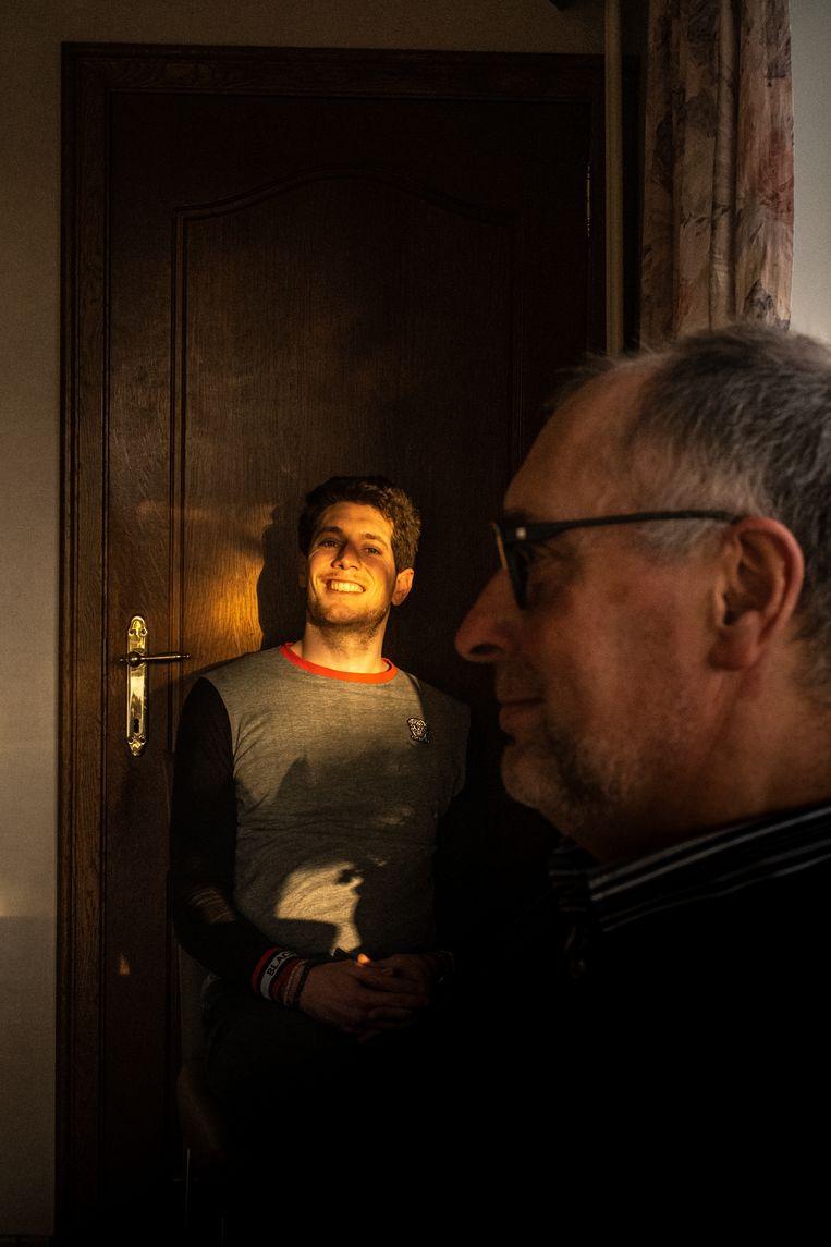 Stig Broeckx: 'Ik kan nu veel meer genieten van de hele kleine dingen. Een zonnige dag, of een vogel die langs het raam passeert.' Beeld Wouter Maeckelberghe