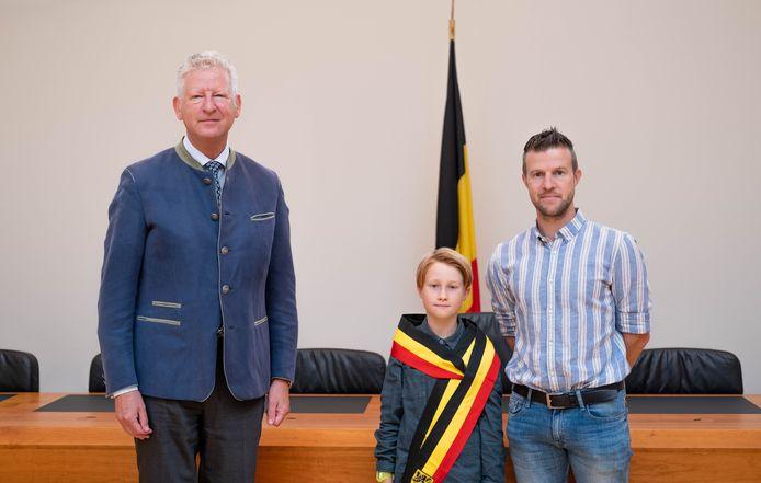 Viek Braeckevelt werd samen met zijn papa ontvangen door Pieter De Crem.