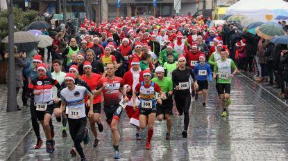 300 kerstmannen trotseren de regen tijdens eerste Santa Run