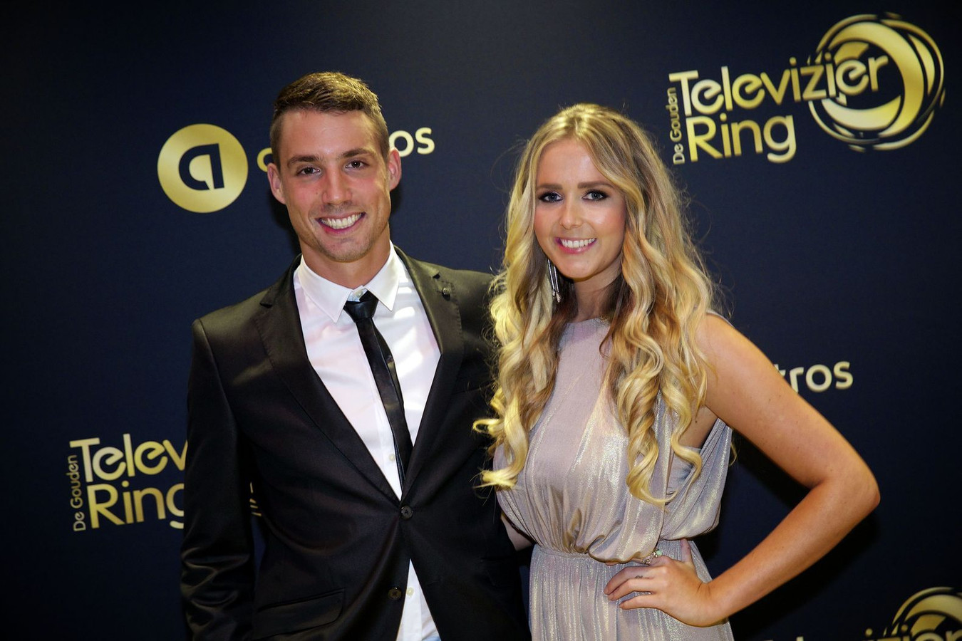 Monique Smit met haar vriend Martijn Molleman op de loper voor aanvang van het Gouden Televizier-Ring Gala 2014 in theater Carré